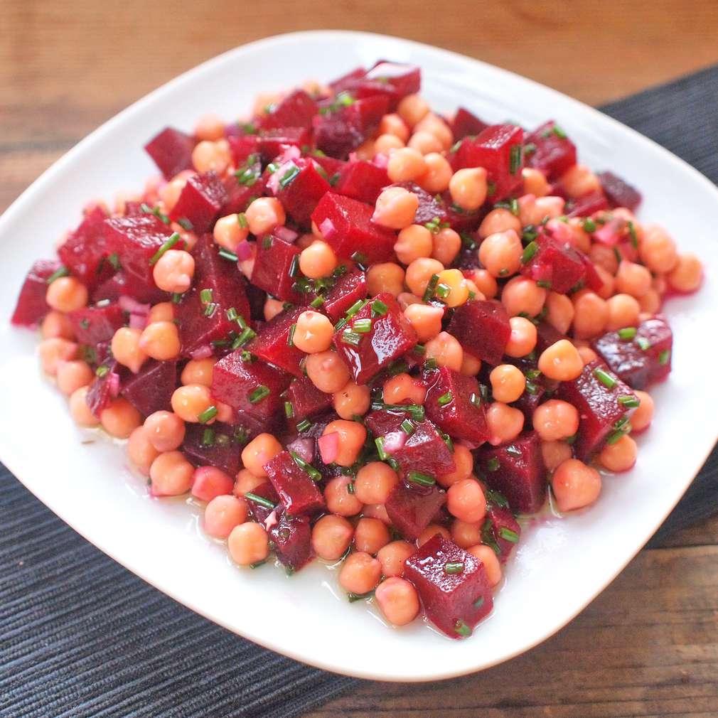Zobrazit Cizrnový salát s červenou řepu receptů