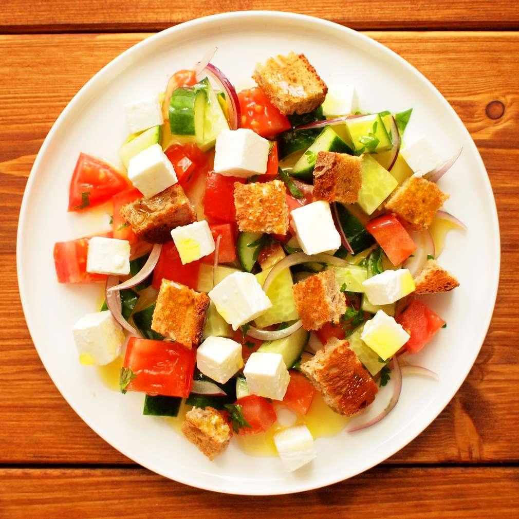 Zobrazit Chlebový salát s čerstvým sýrem receptů