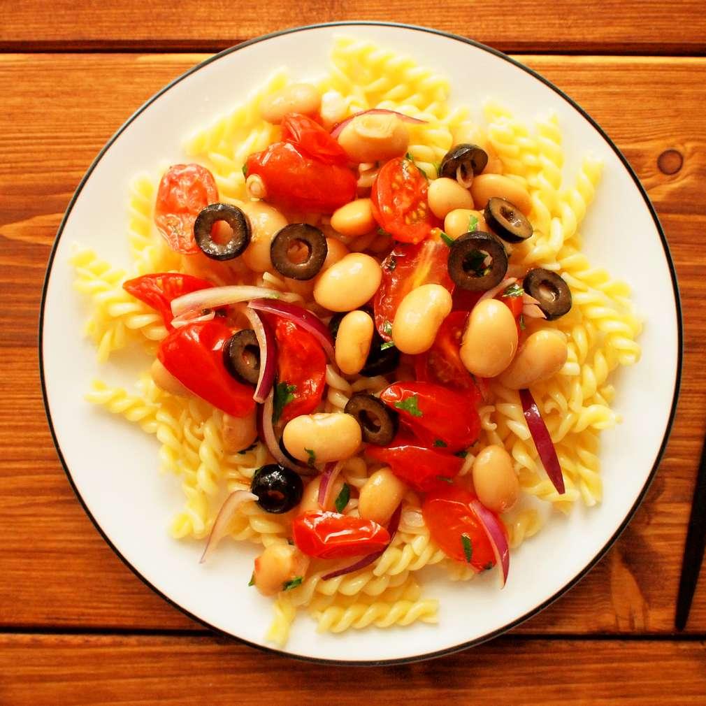 Zobrazit Těstoviny s fazolemi a rajčaty receptů