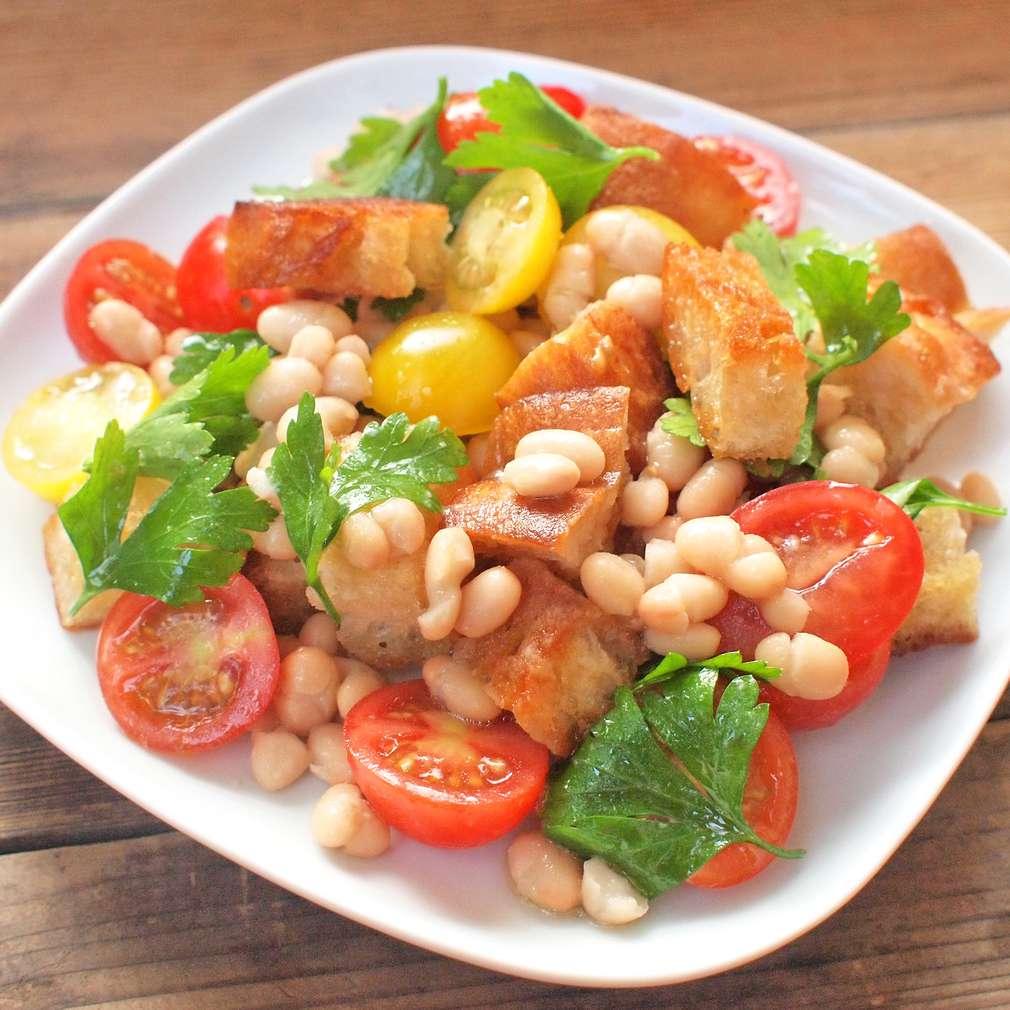 Zobrazit Chlebový salát s fazolemi receptů