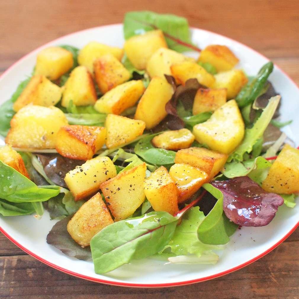 Zobrazit Opečené brambory se salátem receptů
