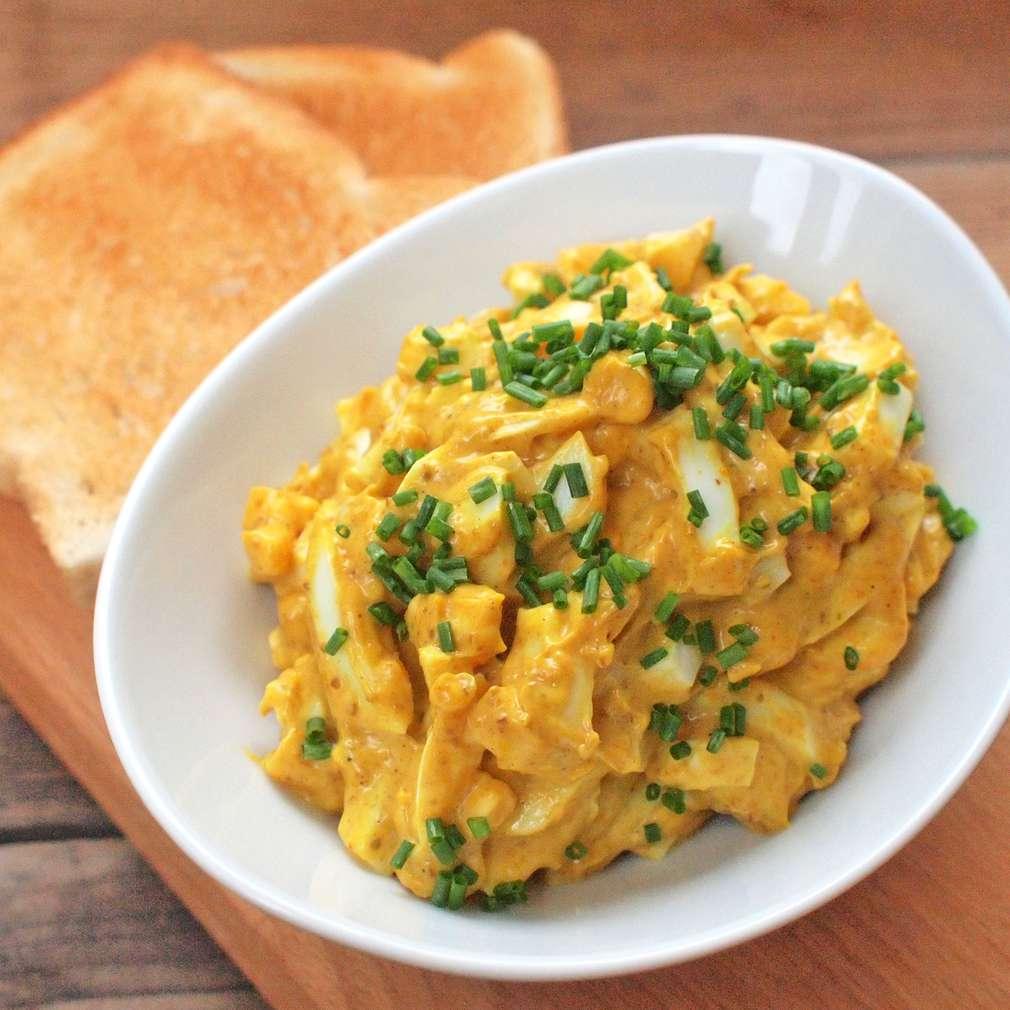 Zobrazit Kari vaječný salát receptů