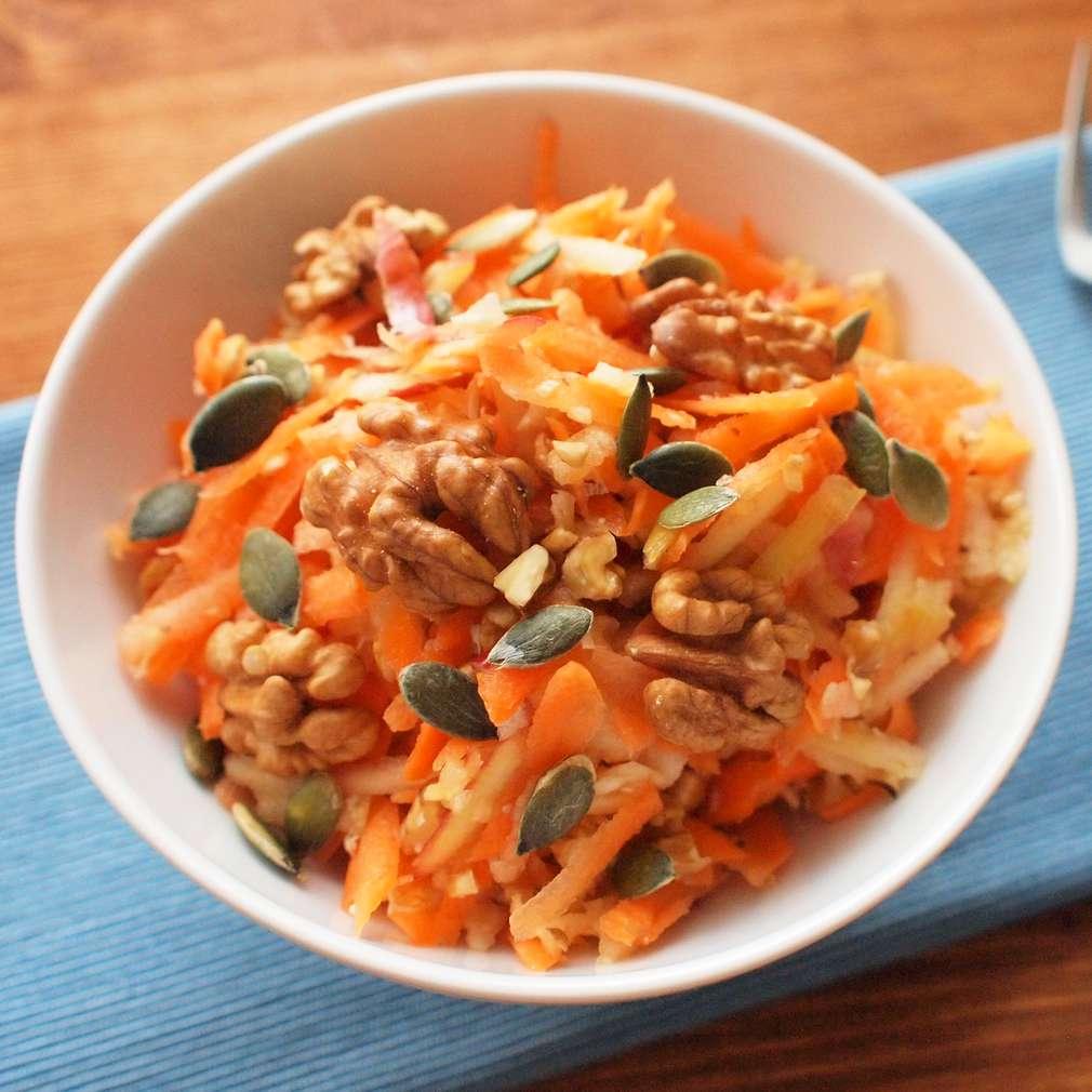 Zobrazit Ovocný salát s vlašskými ořechy receptů