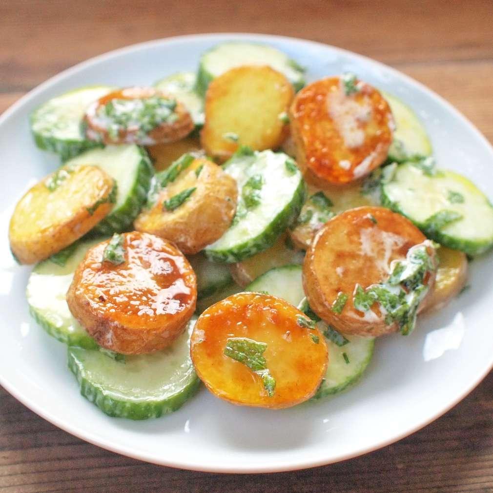 Citronové brambory s okurkou