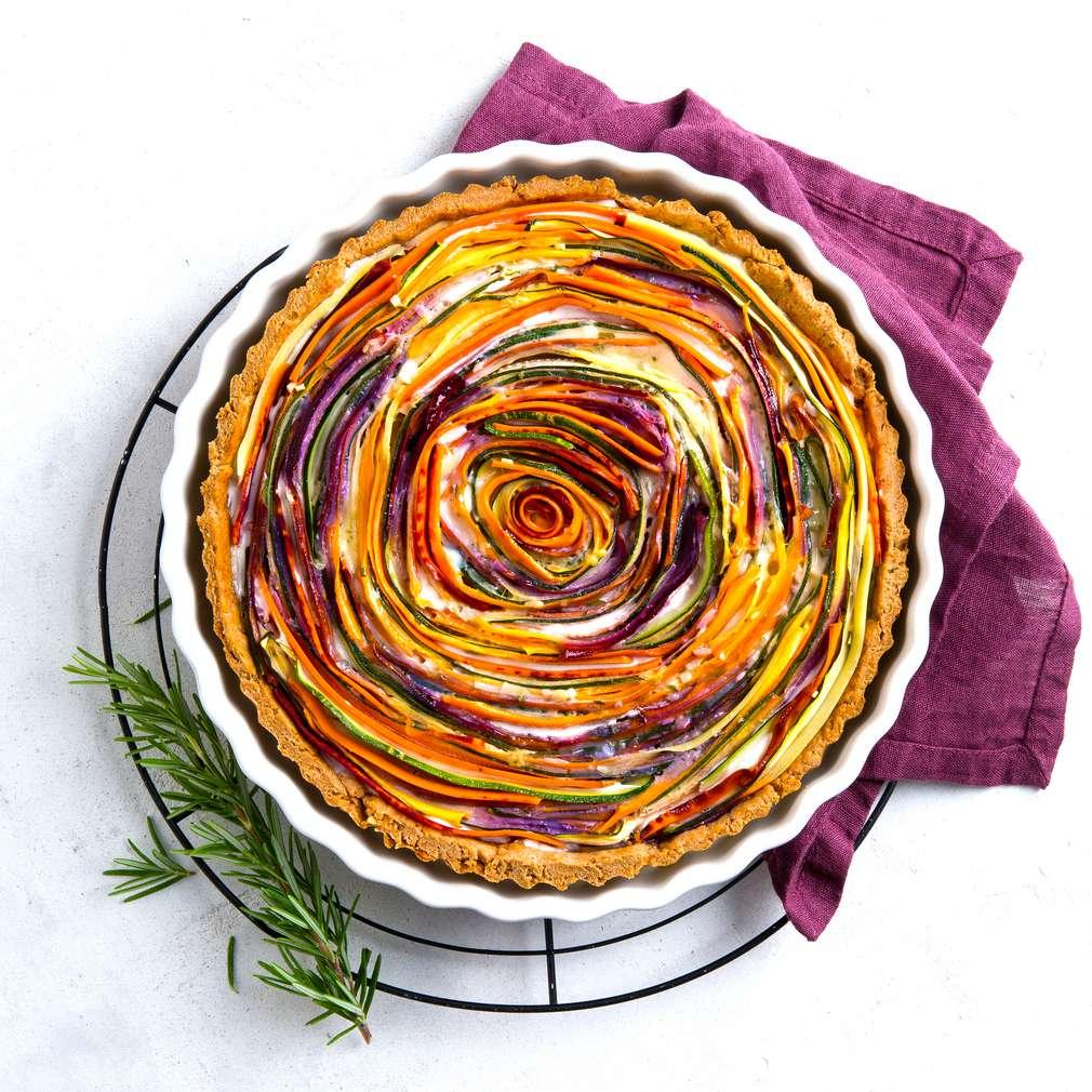 """Abbildung des Rezepts """"Kosmische Karotten Quiche"""" - Quiche mit lila Kartoffeln"""