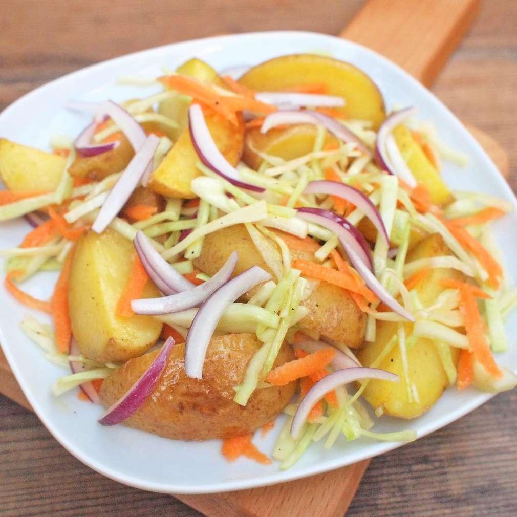 Zobrazit Bramborový salát se zelím receptů