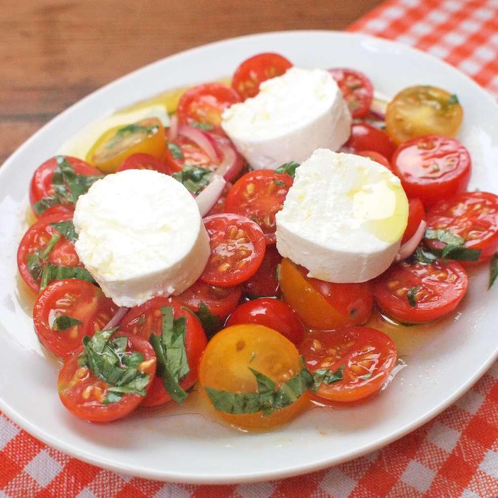 Zobrazit Rajský salát s kozím sýrem receptů