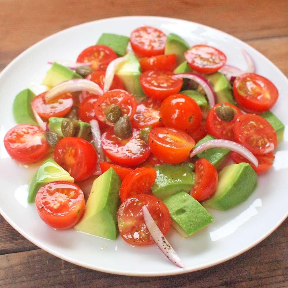 Zobrazit Rajčatový salát s avokádem receptů