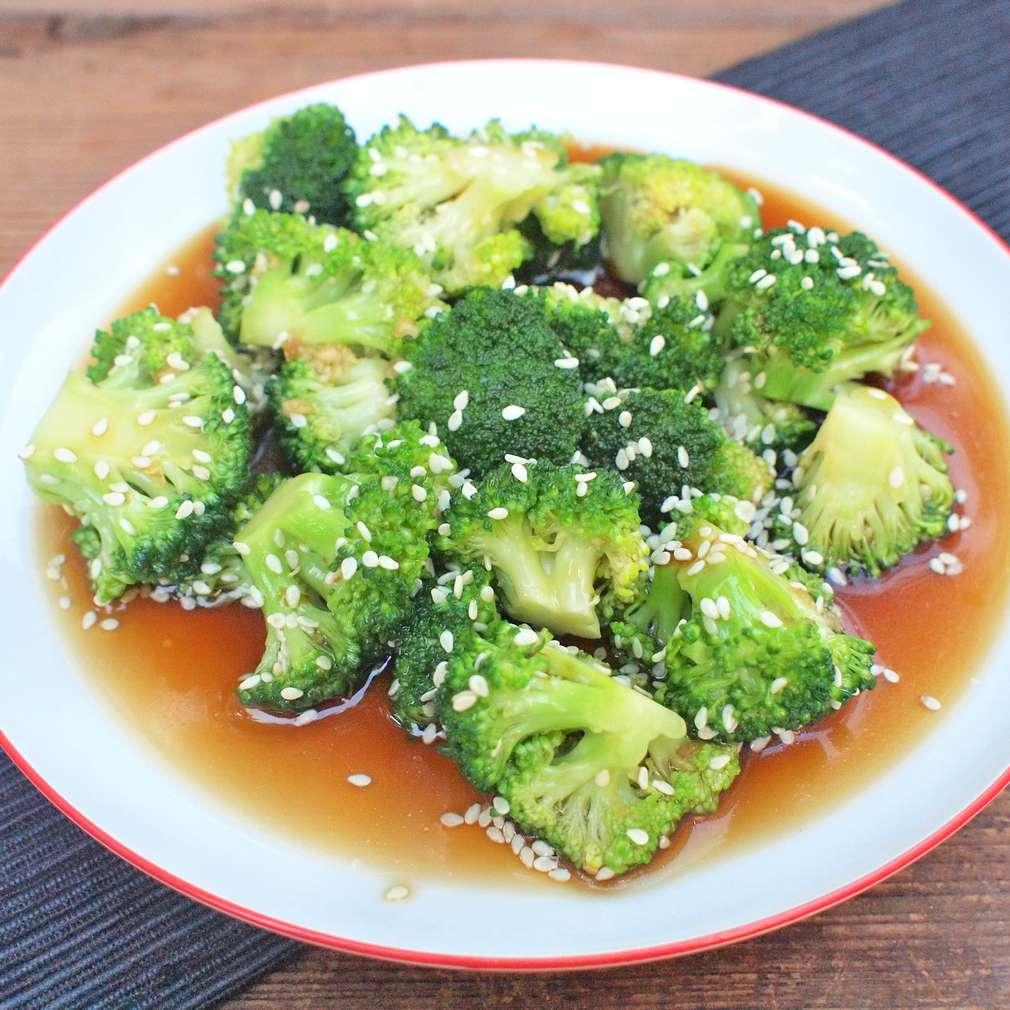 Zobrazit Sezamová brokolice na páře receptů