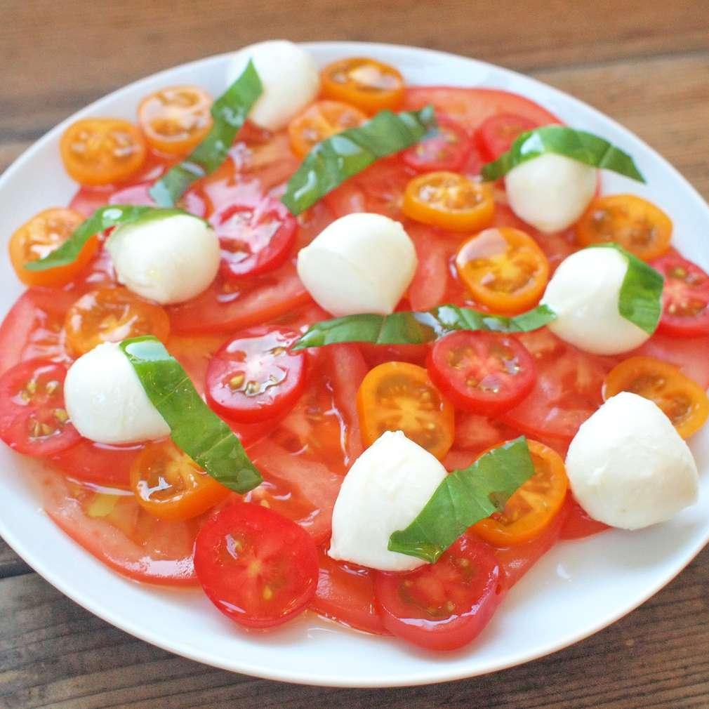 Zobrazit Carpaccio z rajčat s mozzarellou receptů