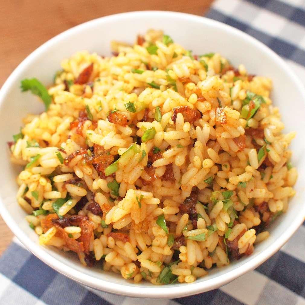 Zobrazit Masala rýže s křupavou cibulkou receptů