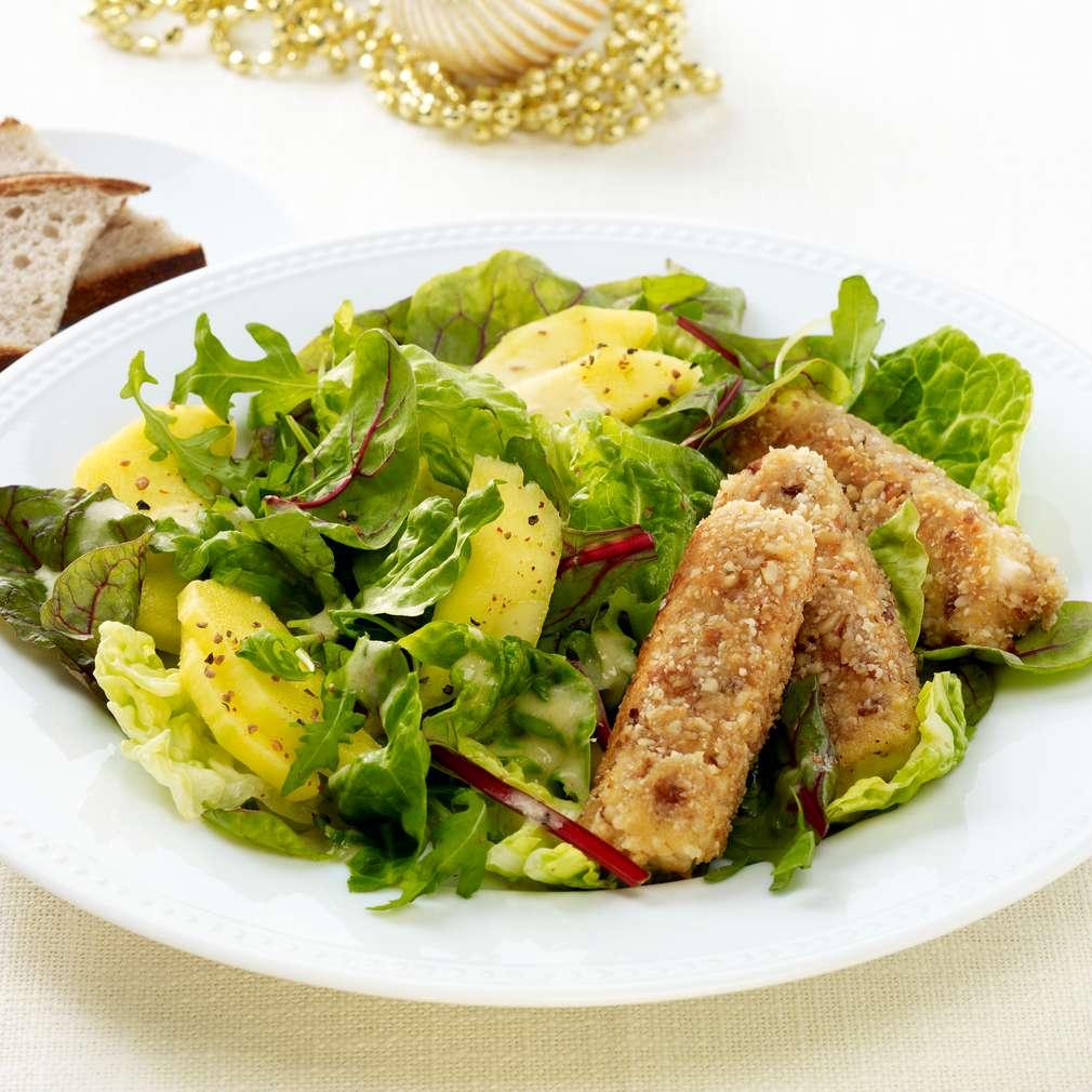 Abbildung des Rezepts Knusperkäse auf buntem Salat