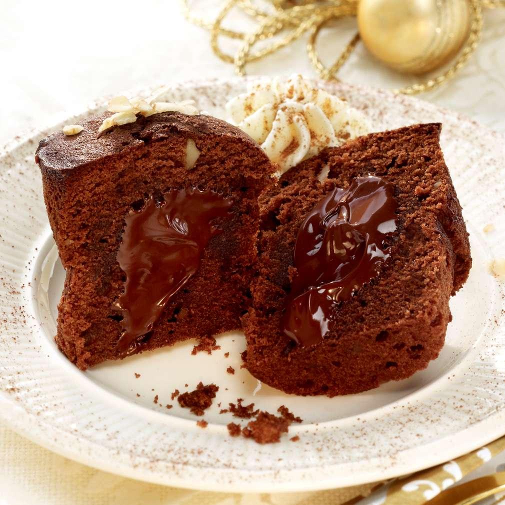 Zobrazit Čokoládové dortíky se skořicovou šlehačkou receptů