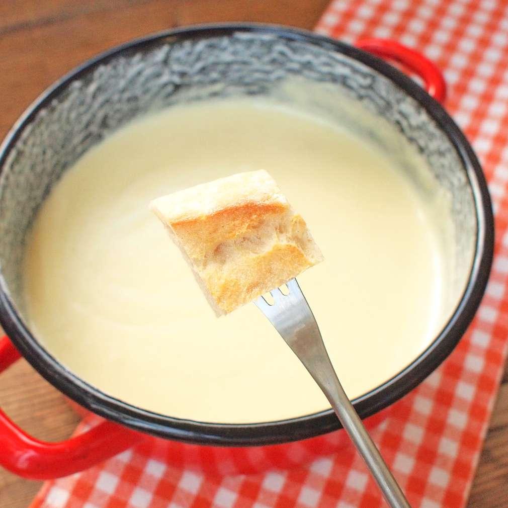 Zobrazit Švýcarské sýrové fondue receptů