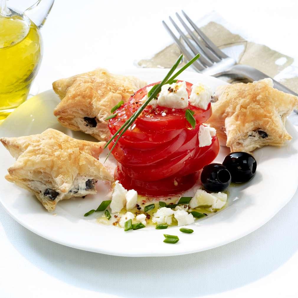 Abbildung des Rezepts Tomatensalat mit Olivensternen