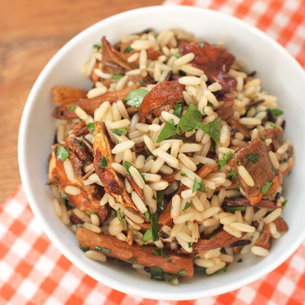 Zobrazit Divoká rýže ve vývaru s hříbky receptů