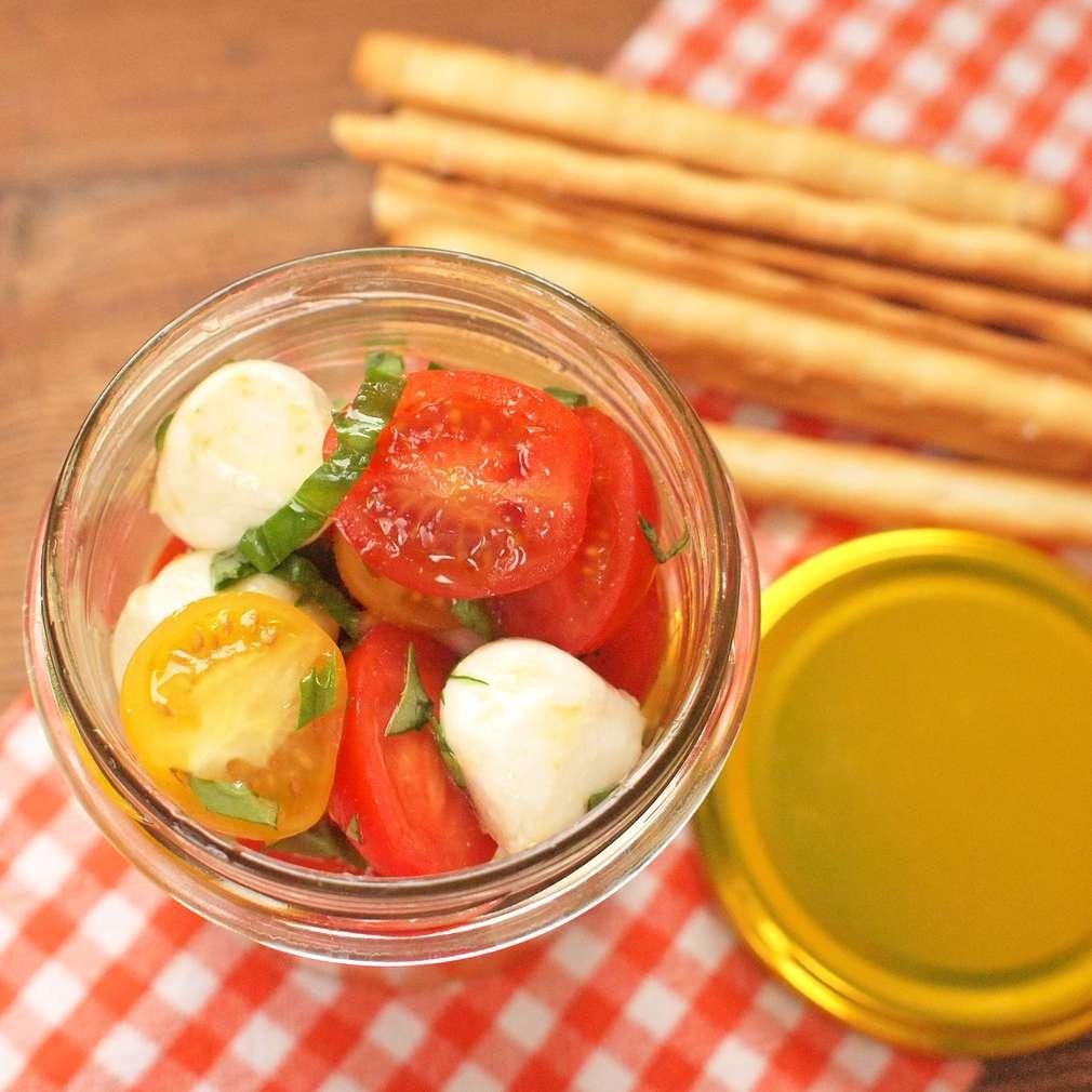 Zobrazit Rajský salát do skleničky receptů