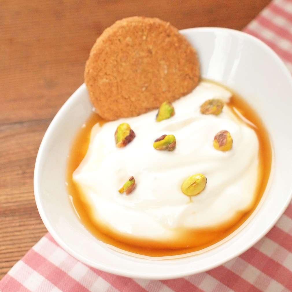 Zobrazit Řecký jogurt s pistáciemi receptů