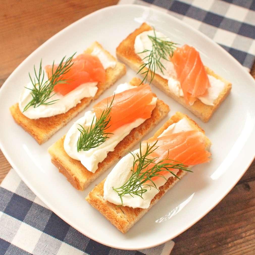 Zobrazit Snídaňové toasty s uzeným lososem receptů
