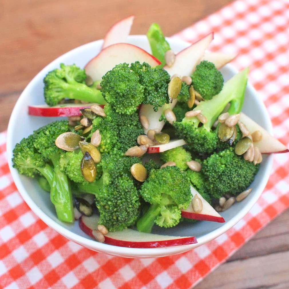 Zobrazit Brokolicový salát se semínky receptů