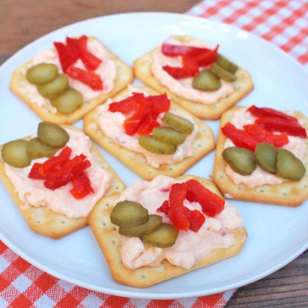 Zobrazit Pikantní sýrová pomazánka receptů
