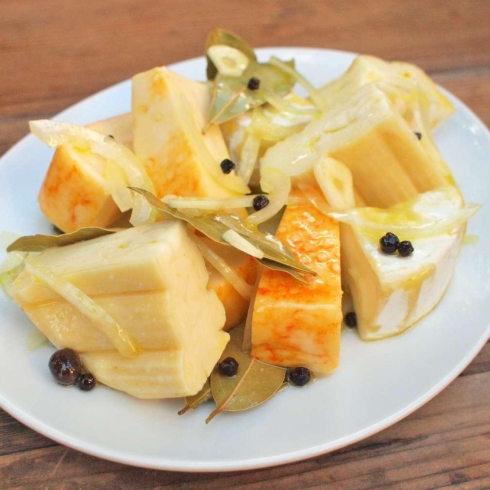 Zobrazit Mix nákladaných sýrů k pivu receptů