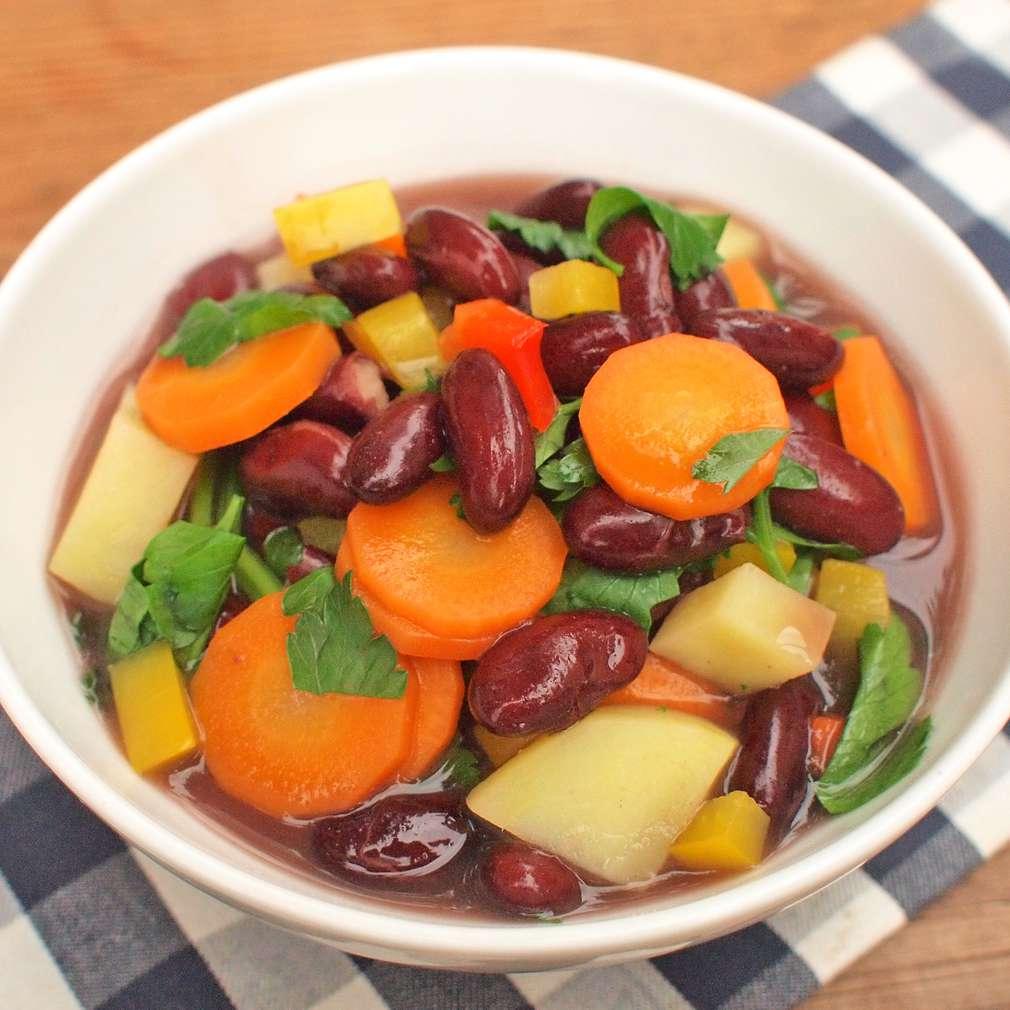 Zobrazit Polévka z červených fazolí receptů