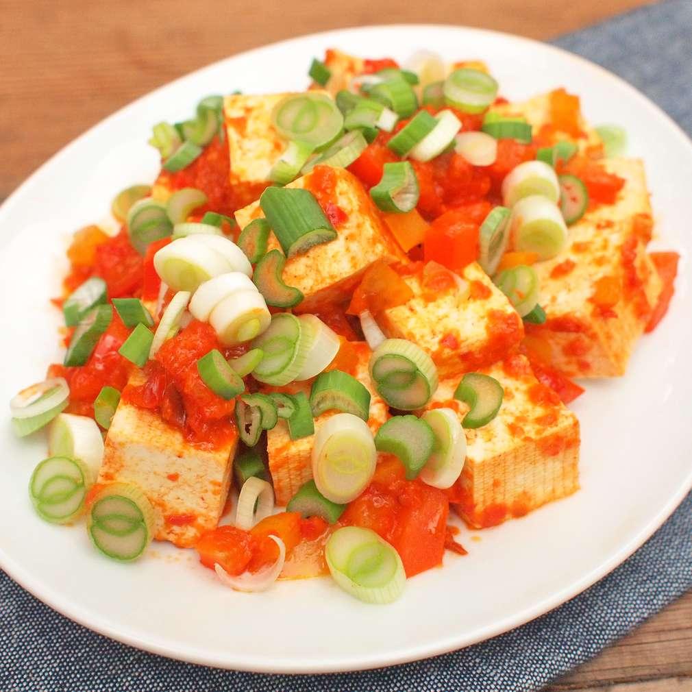 Zobrazit Chilli tofu s jarní cibulkou receptů