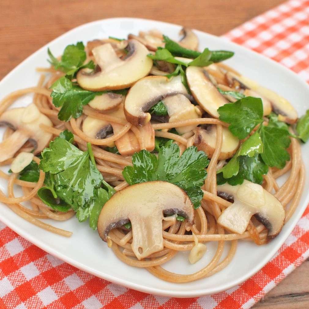 Zobrazit Celozrnné špagety se žampiony receptů
