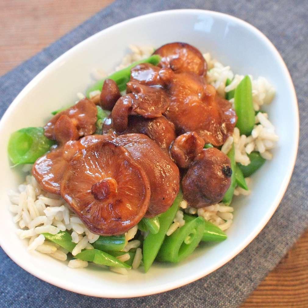 Zobrazit Dušené shiitake s rýží receptů