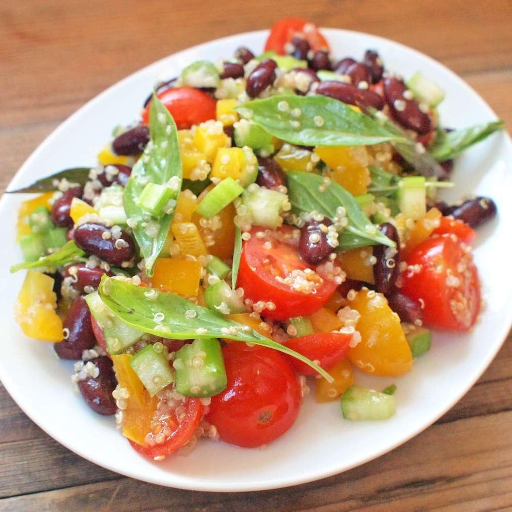 Zobrazit Fazolový salát s quinoou receptů