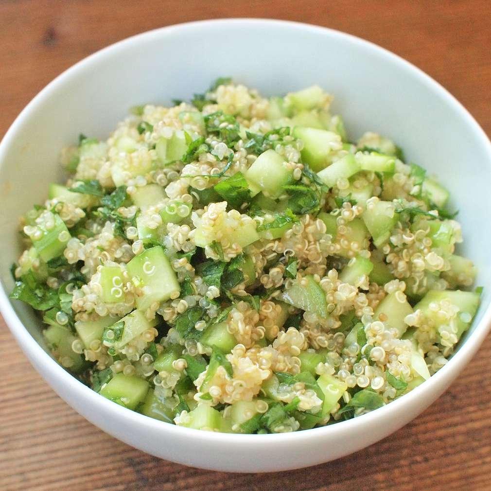 Zobrazit Mátová quinoa s okurkou receptů
