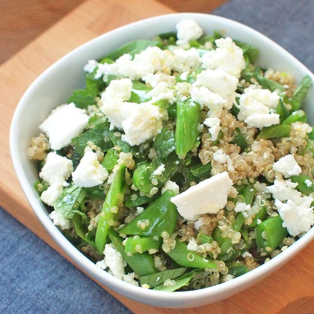 Zobrazit Hrášková quinoa s kozím sýrem receptů