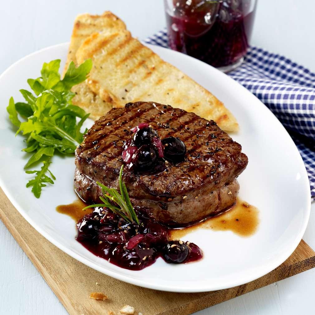 Abbildung des Rezepts Steaks mit Blaubeer-Kompott