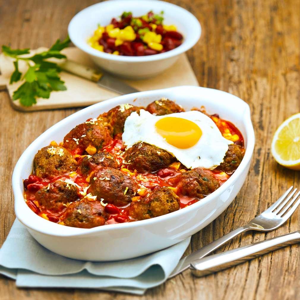 Imaginea rețetei Chifteluțe cu sos de roșii, fasole și porumb