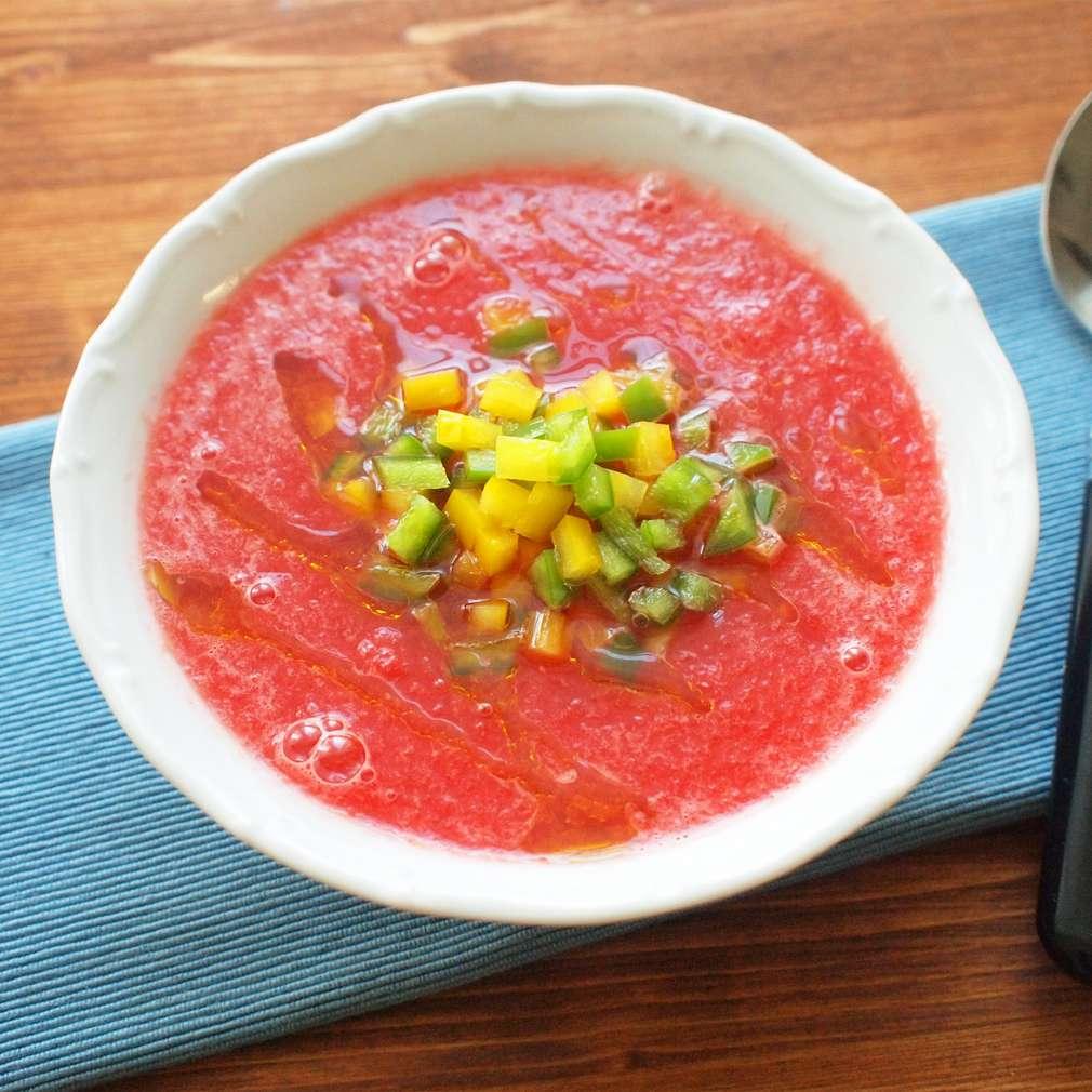 Zobrazit Pikantní melounová polévka receptů