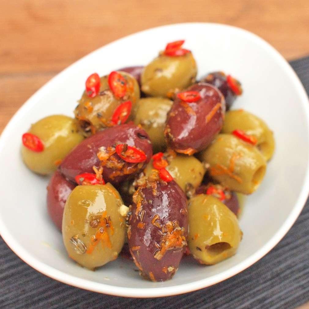 Zobrazit Marinované chilli olivy receptů