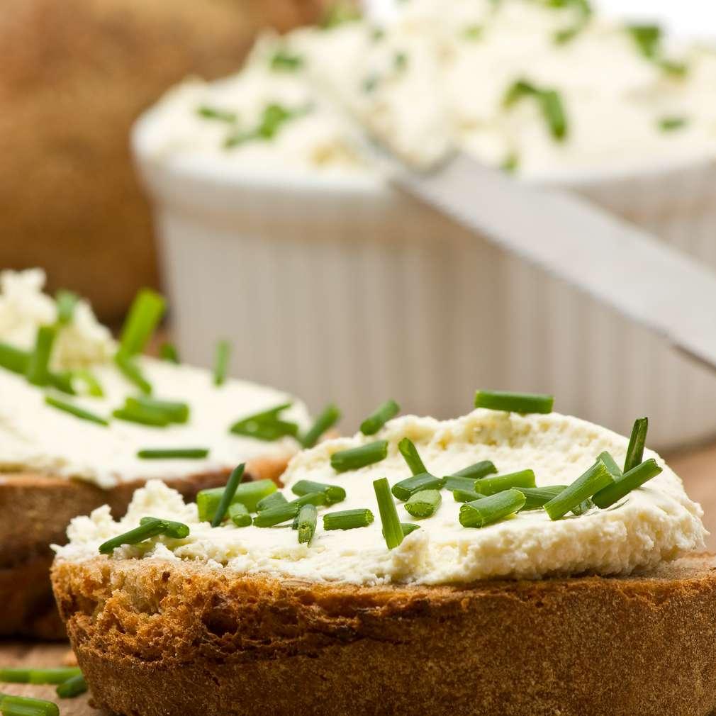 Imaginea rețetei Cremă de brânză cu ceapă verde