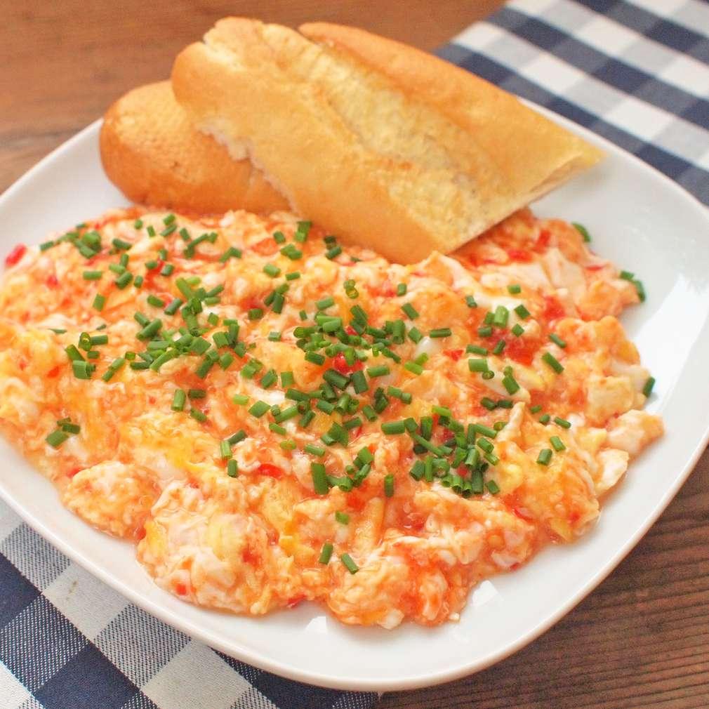 Zobrazit Míchaná vejce s chilli rajčaty receptů