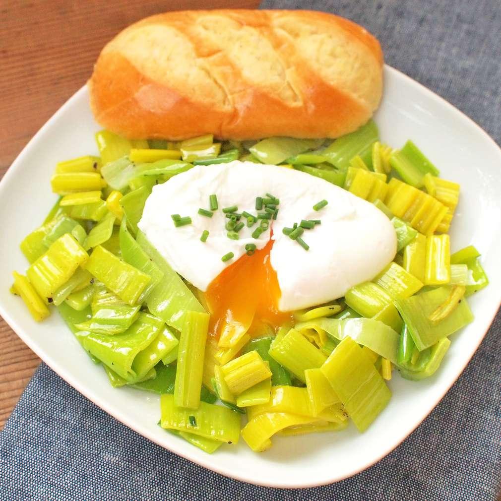 Zobrazit Ztracená vejce s pórkem na másle receptů