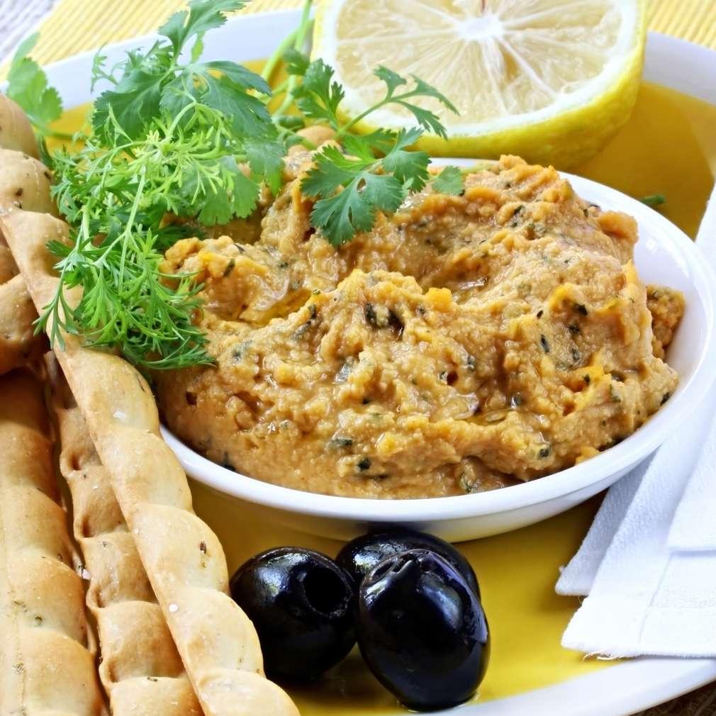 Imaginea rețetei Hummus cu coriandru și pastă de măsline