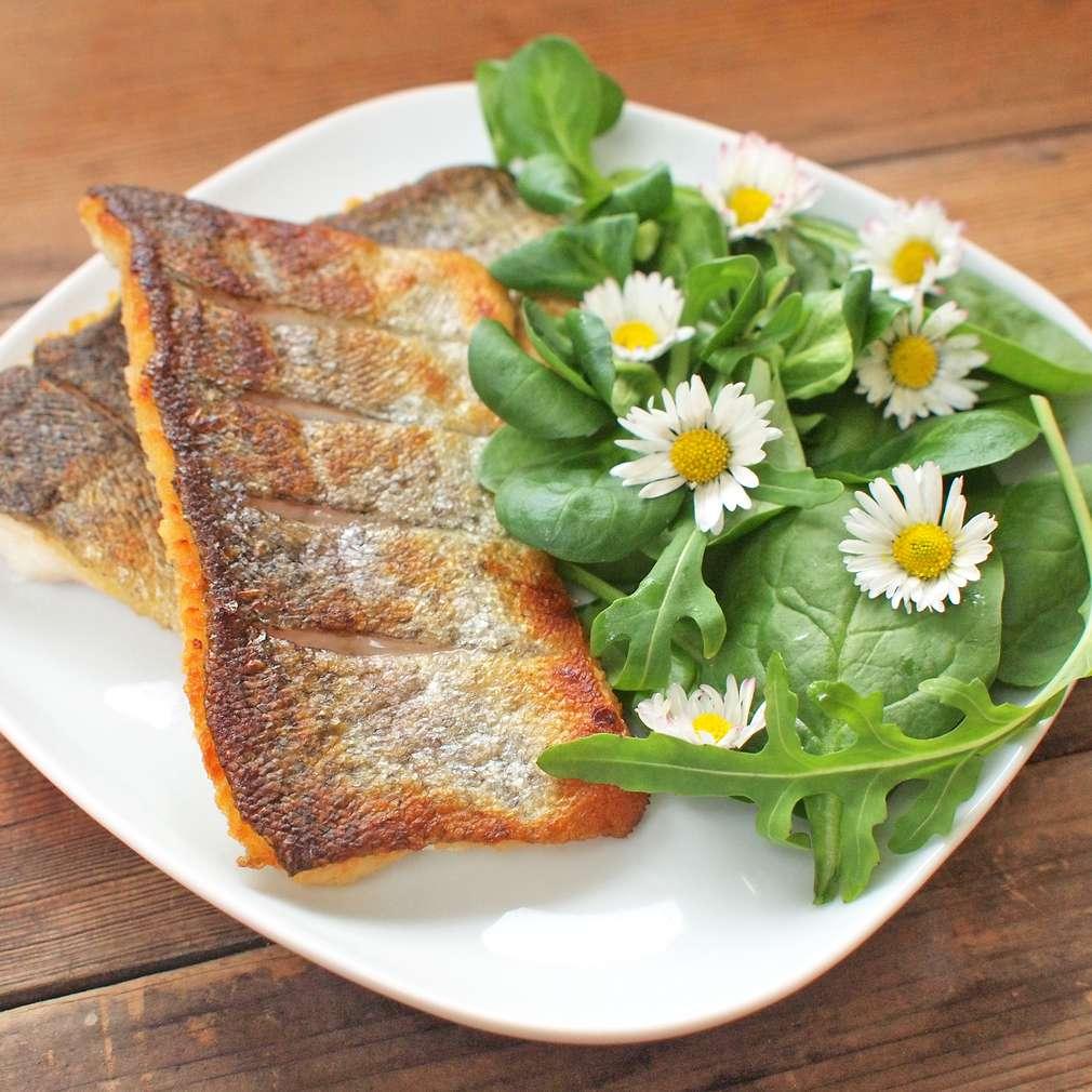 Zobrazit Filety ze pstruha s jarním salátem receptů