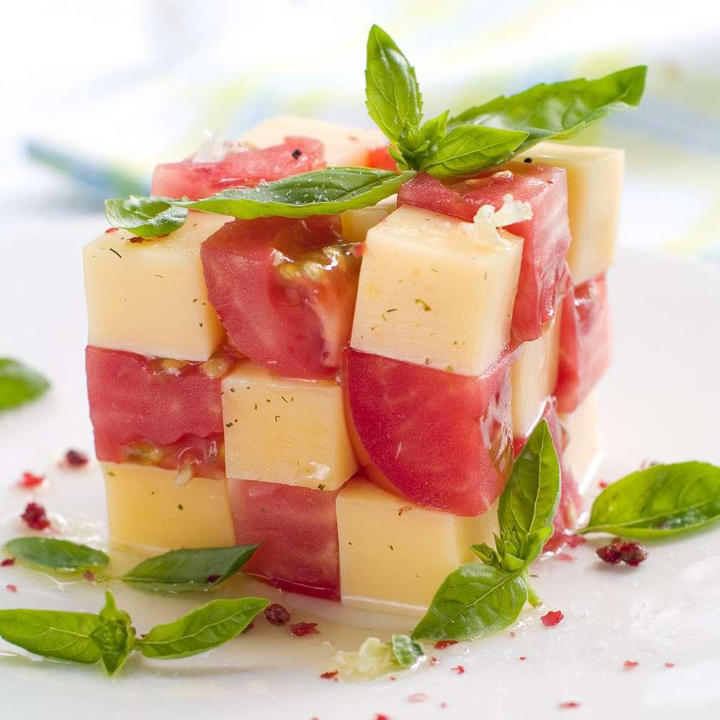 Imaginea rețetei Cub de brânză și roșii