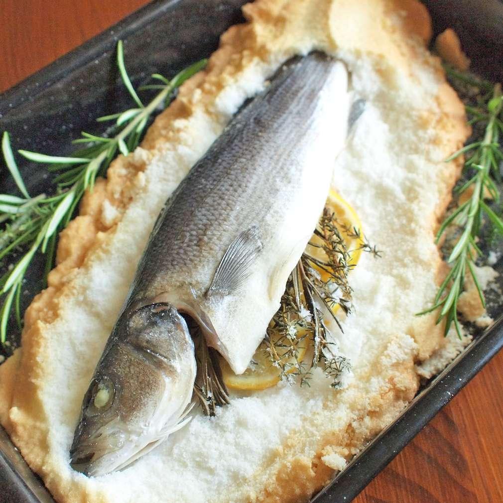 Zobrazit Pečený mořský vlk v solné krustě receptů