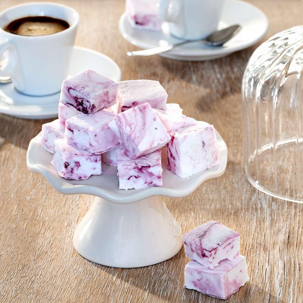 Abbildung des Rezepts Kleine Marshmallows mit rosa Swirl