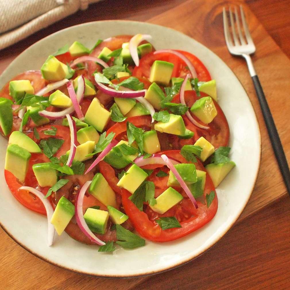 Zobrazit Rajský salát s avokádem receptů