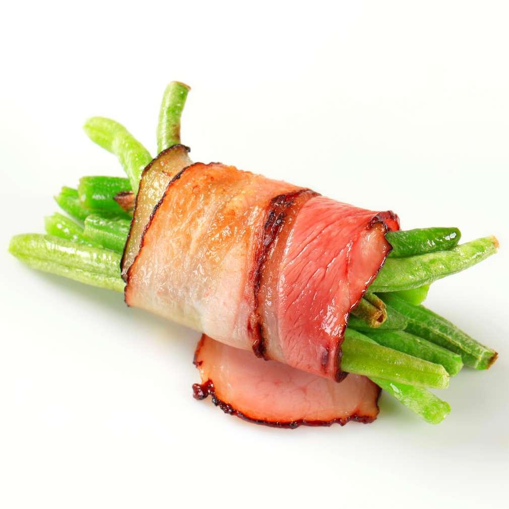 Rulouri de bacon cu fasole verde
