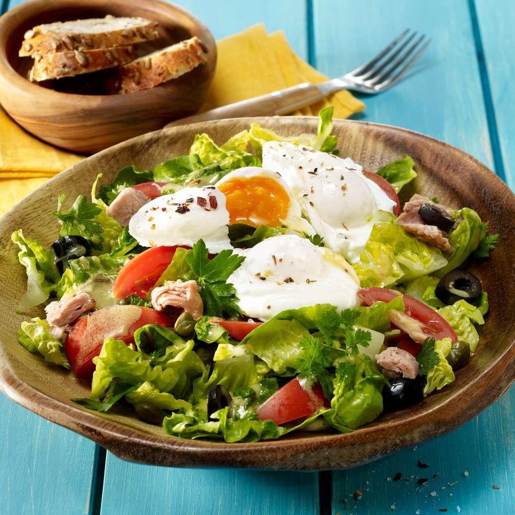 Abbildung des Rezepts Bunter Salat mit pochiertem Ei