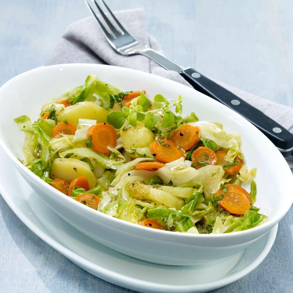 Abbildung des Rezepts Lauwarmer Spitzkohl-Kartoffelsalat