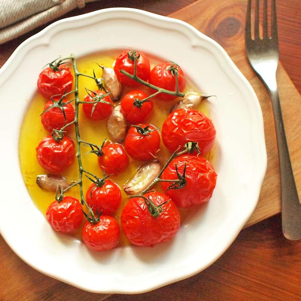 Zobrazit Pomalu pečená rajčata v česnekovém oleji receptů